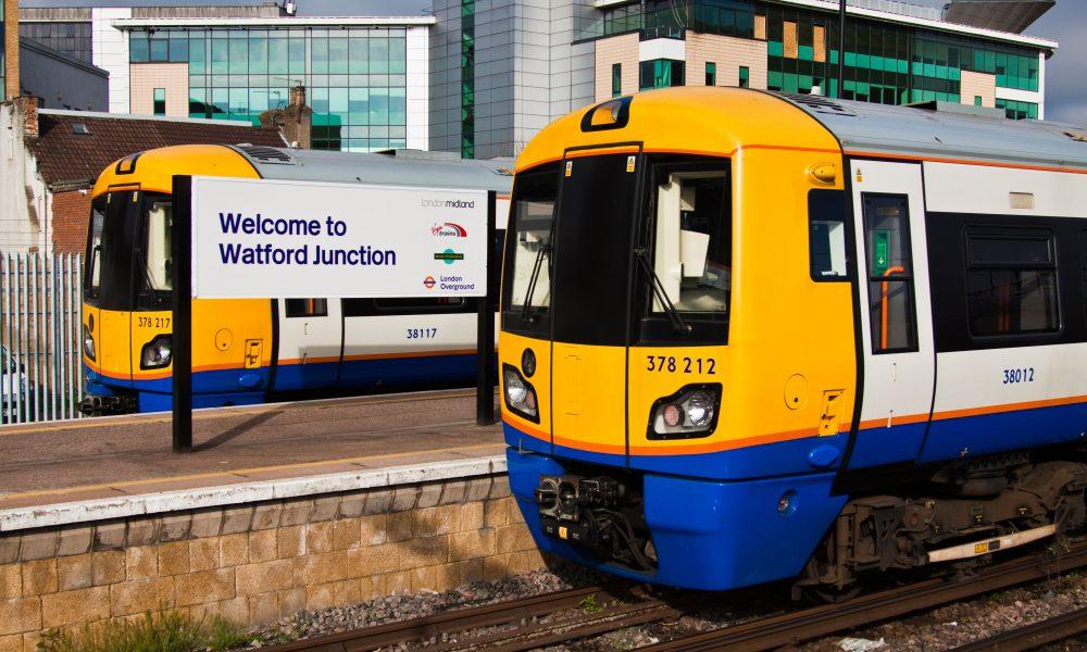 D7J410 Watford junction railway station
